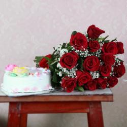 Fifteen Red Roses with Vanilla Cake